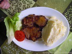 Biftek s bramborovou kaší