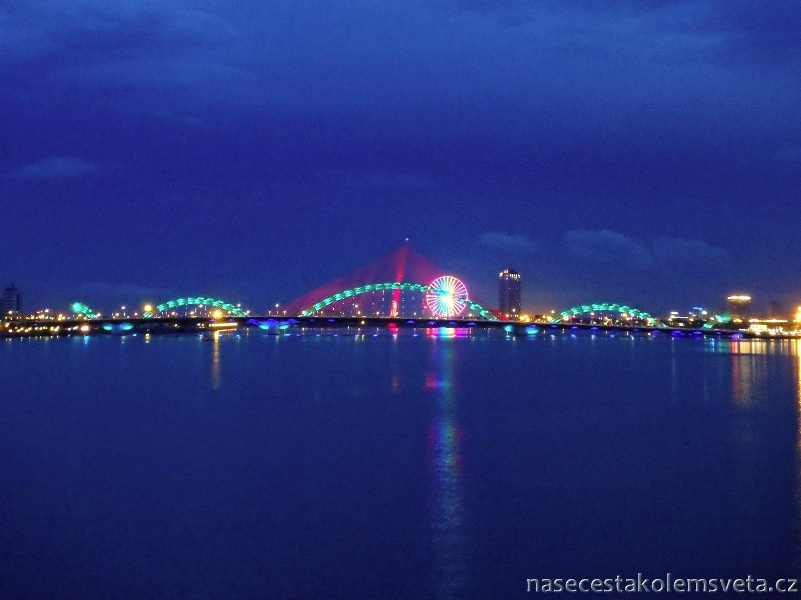 Da Nang v noci
