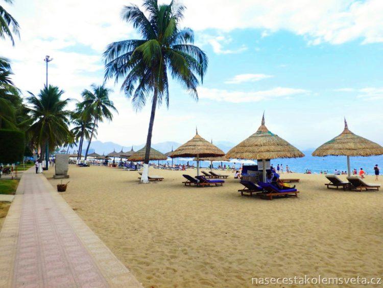 Pláž v Nha Trangu