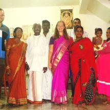 Cestovatelé s indickou rodinou v Malajsii